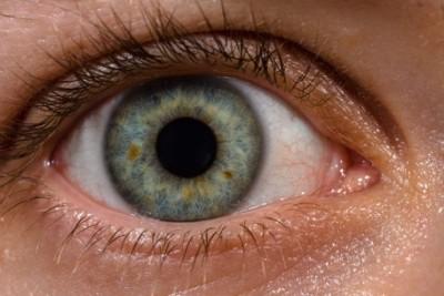 kiest aan het ooglid